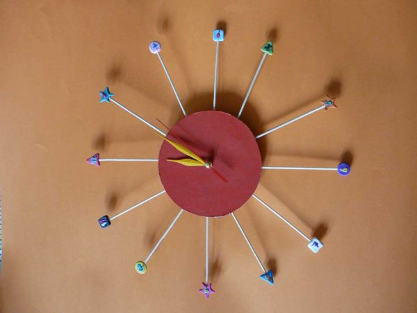 ceas de perete copilarie