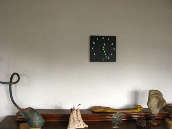 un ceas negru decor