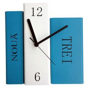 Cu ceasul pe carte