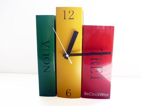 ceas in forma de carti