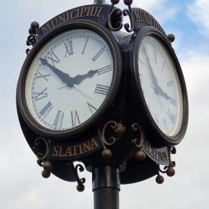 Ceasuri ornamentale de exterior cu sincronizare GPS