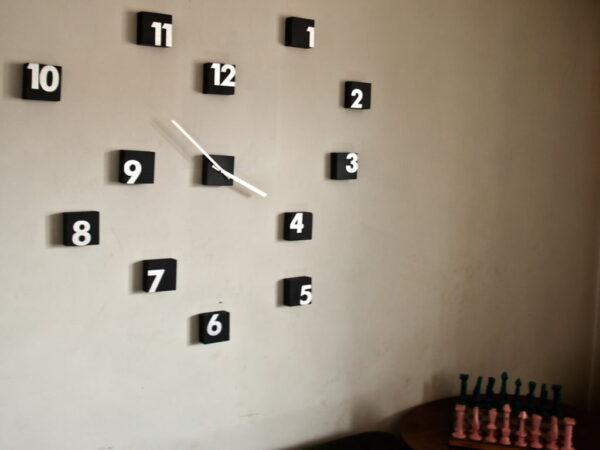 random time ceas bucati lemn