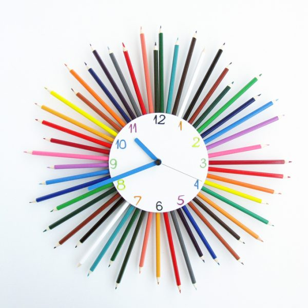 ceas perete creioane colorate