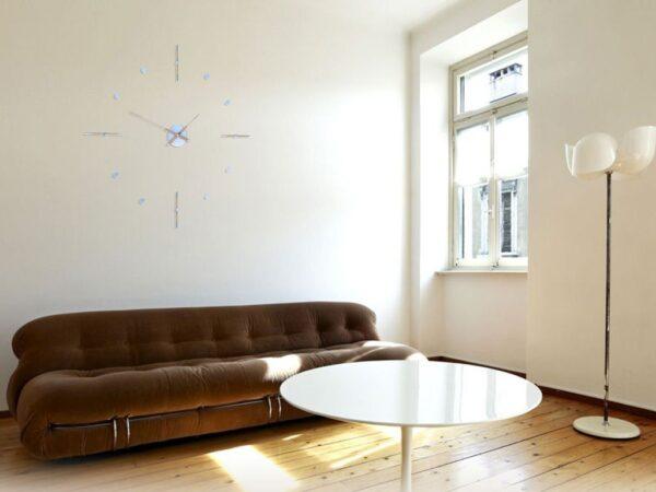 living cu ceas elegant