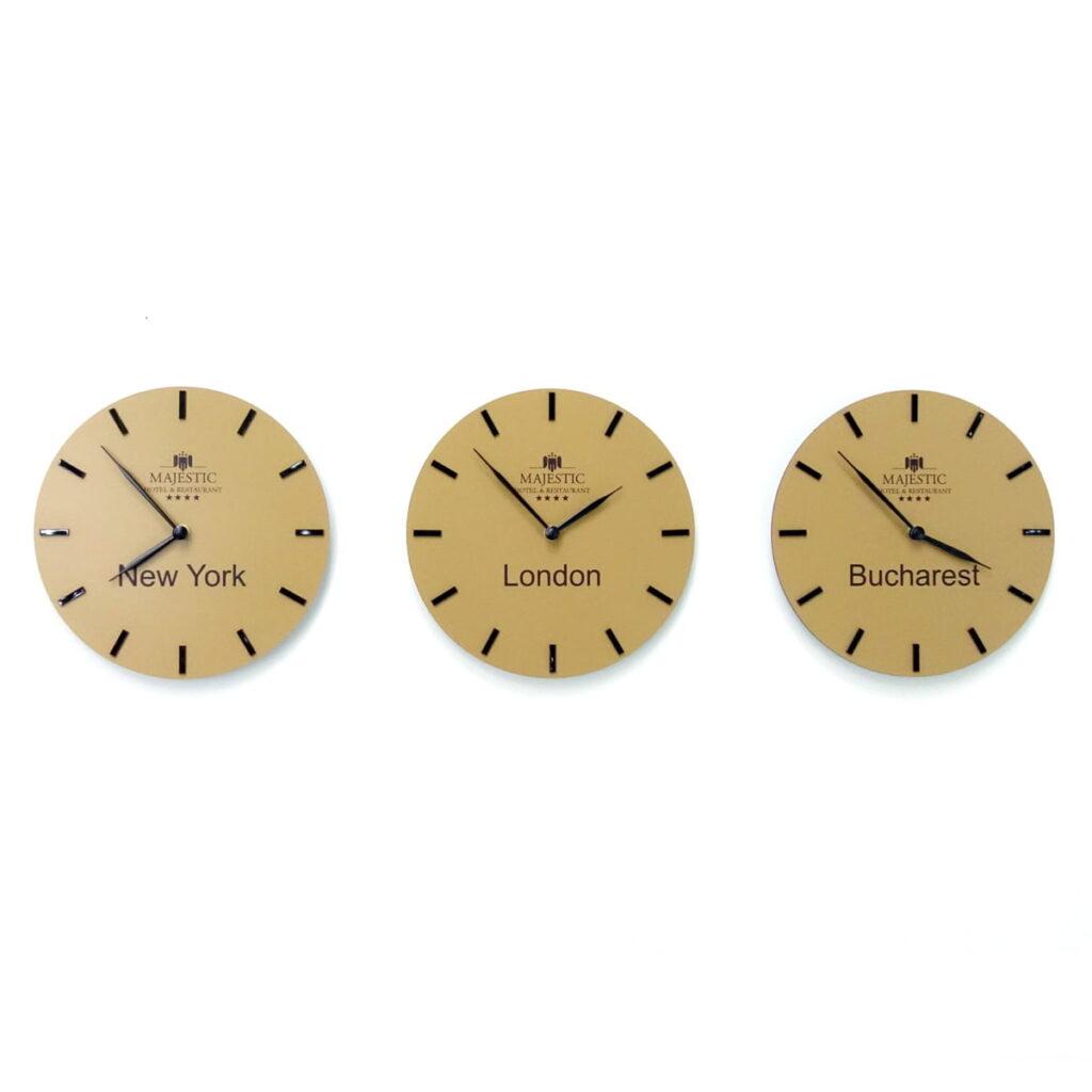 Set 3 ceasuri aurii receptie hotel Majestic