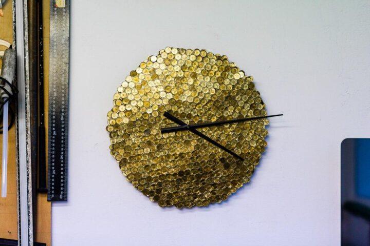 ceas perete stralucitor auriu