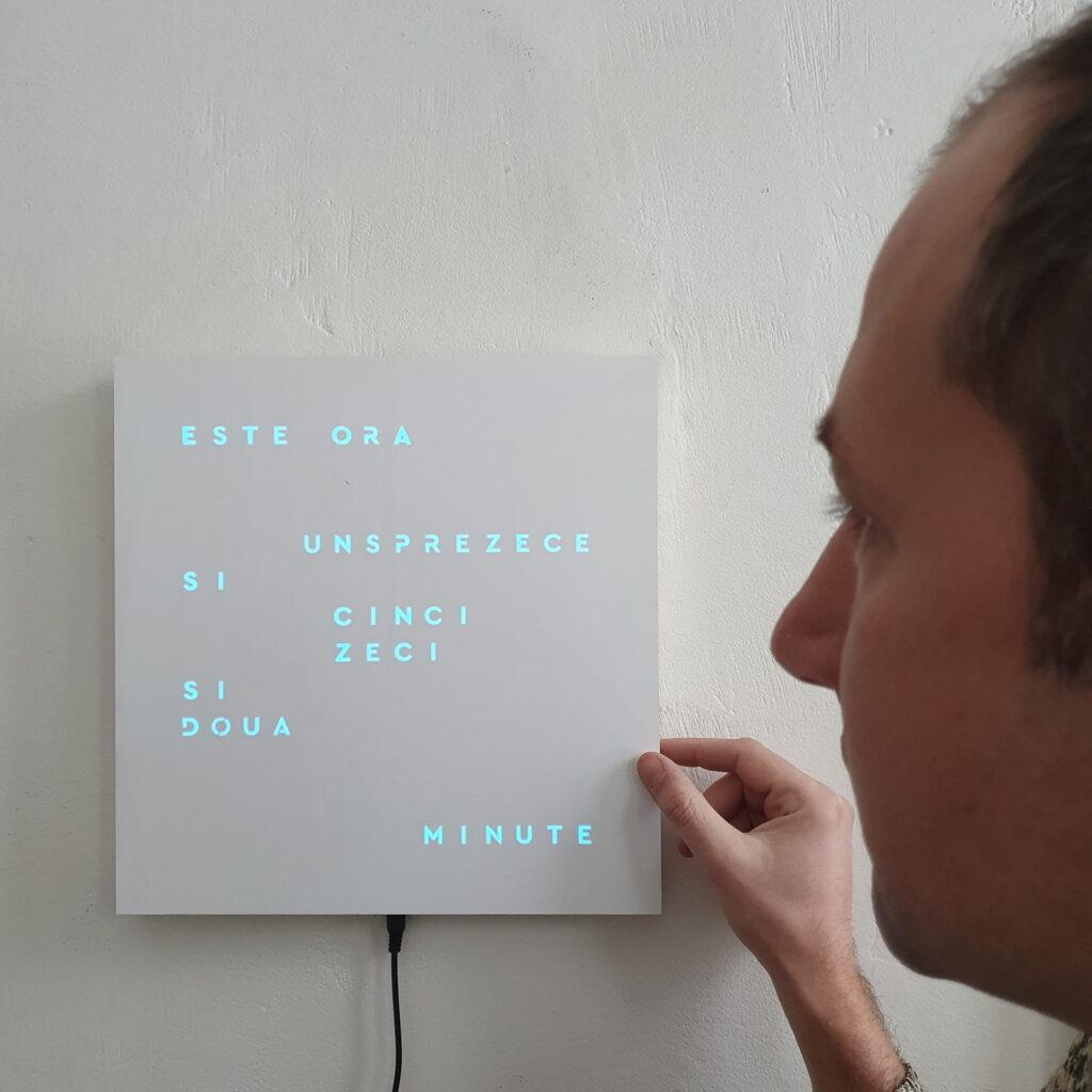 Ceas cuvinte digital